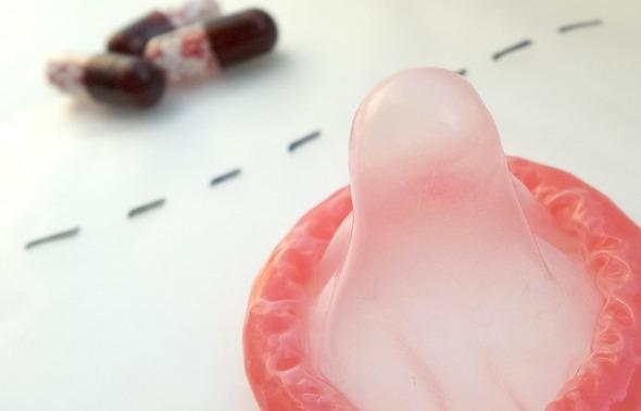 противозачаточные или презервативы